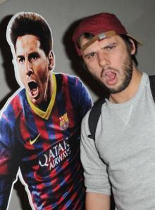 Orelsan et son pote Lionel Messi à la soirée FIFA en septembre dernier (c) BestImage